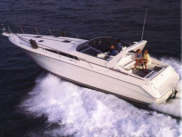 Sea Ray 440 Sundancer Manufacturer Provided Image