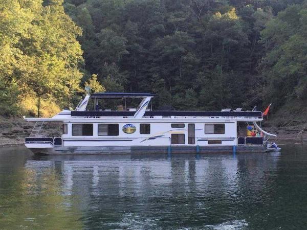 Fantasy 16' x 75' Houseboat