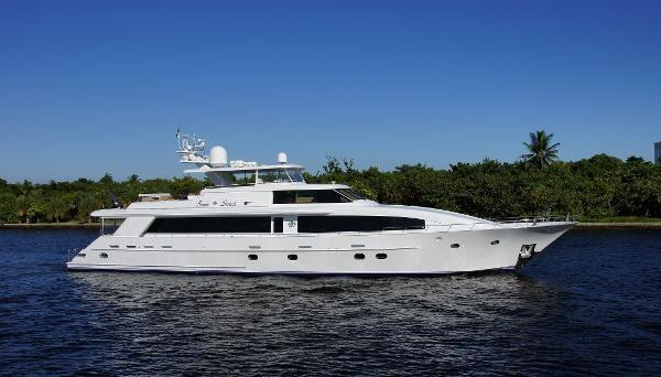 Westport/Crescent Motoryacht Profile