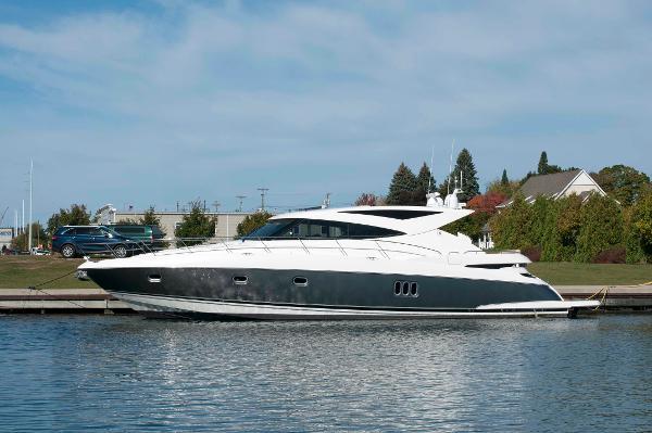 Riviera 5800 Sport Yacht Profile