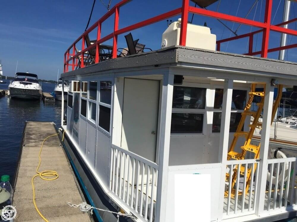 Custom-craft 31FT 4-Pontoon Houseboat 2004 Custom 31 for sale in Terrell, NC