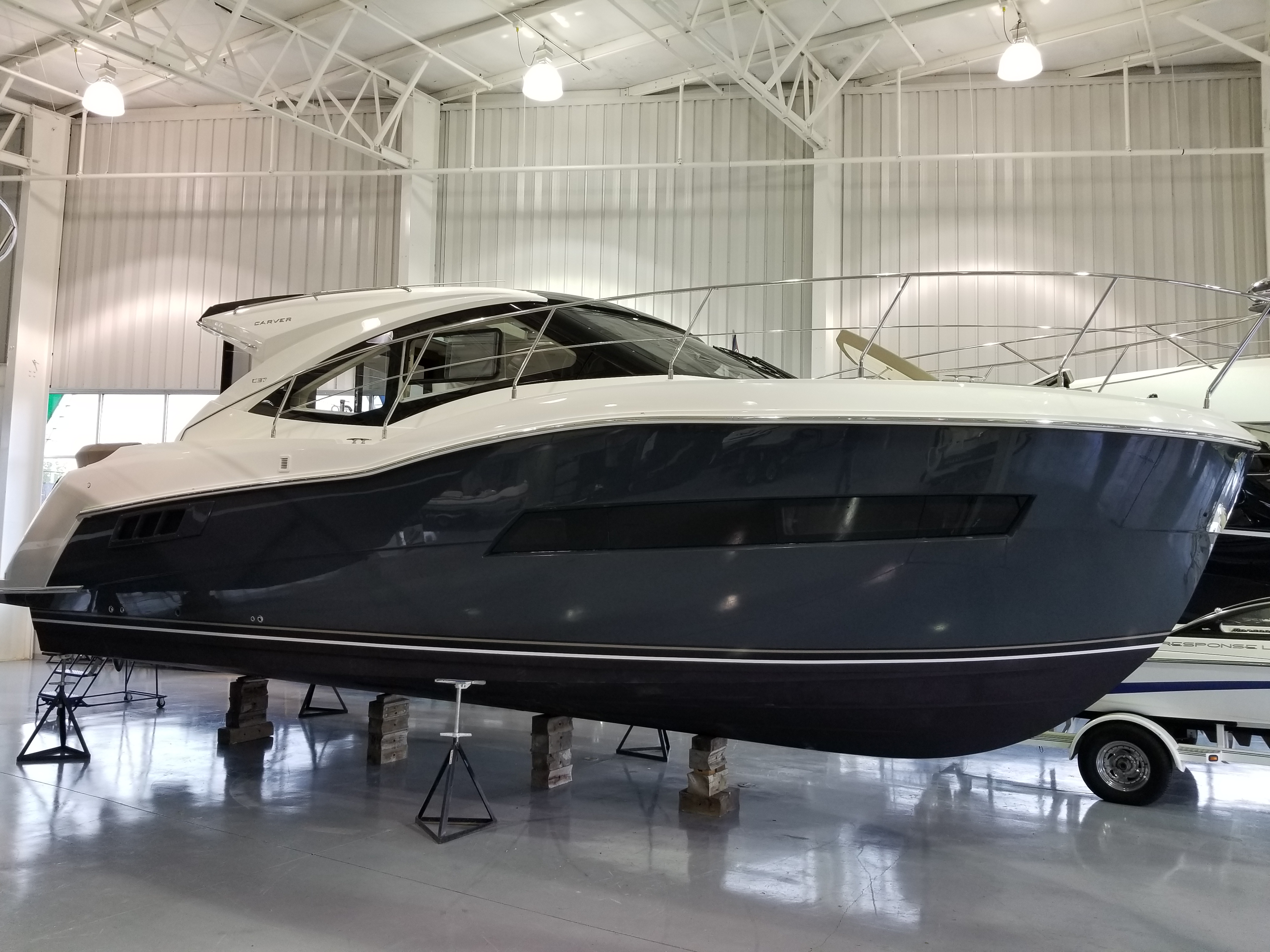 Carver C37 Coupe Carver 2019 C37 Express