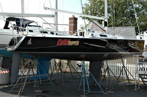 J Boats J/100 Profile