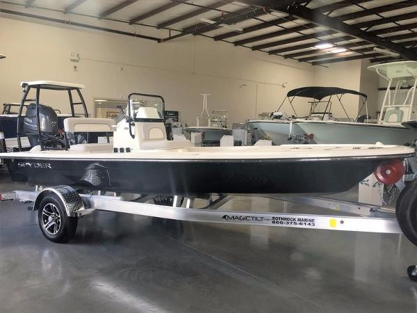 Spyder Boats FX 17