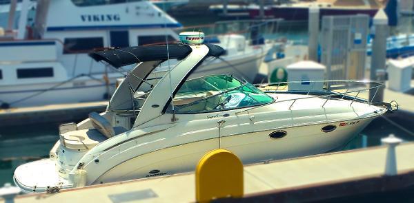 Chaparral Signature 276 Large swim platform, bimini, Raymarine Radar
