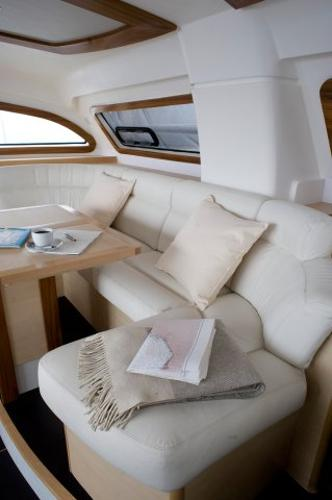 Catana 47 Saloon