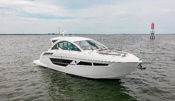 Cruisers Yachts 50 Cantius Sistership - Profile