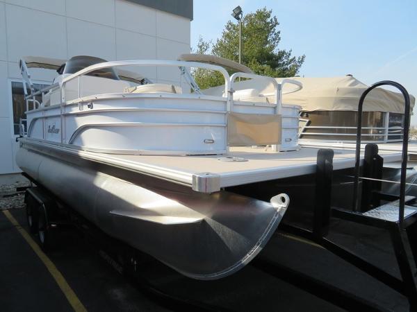 SunChaser Oasis 820 CNF Pontoon