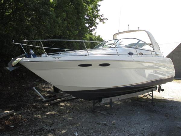 Sea Ray 290 Sundancer Port Bow