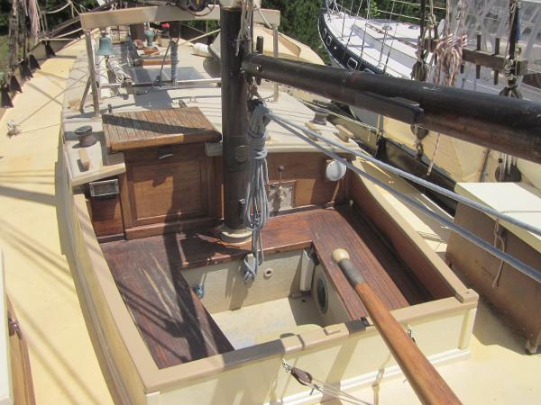 Steel Gaff-rigged Ketch - Cockpit and companionway