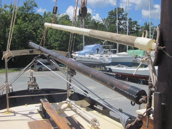 Steel Gaff-rigged Ketch - Booms on mizzen mast