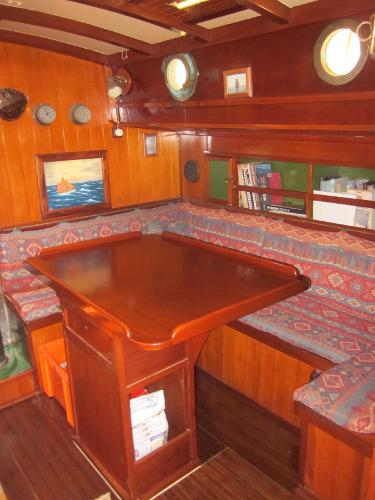 Steel Gaff-rigged Ketch - Dinette