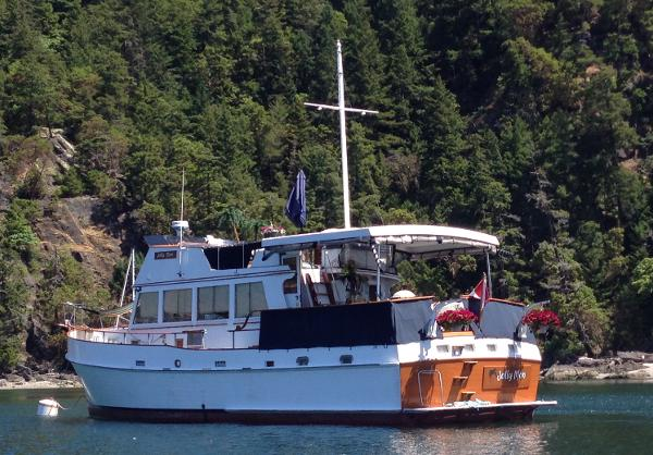 Grand Banks 48 Heritage Motoryacht Aft Deck Enclosure Rolled up