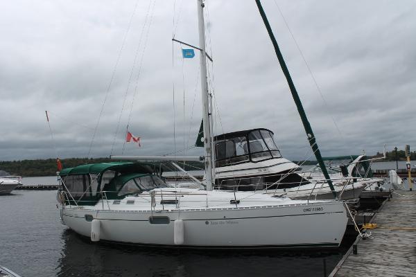 Beneteau Oceanis 351 dockside