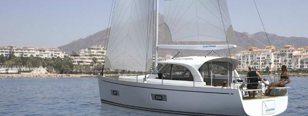 Manufacturer Provided Image: Albatross 37 Stern