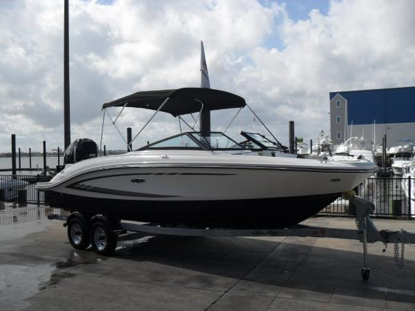 Sea Ray 19 SPX Outboard