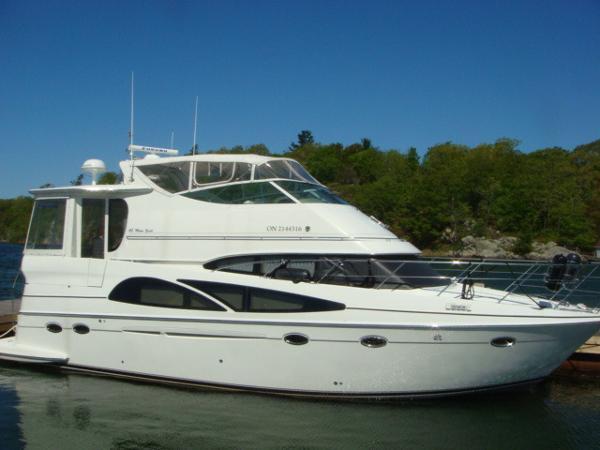 Carver 46 Motoryacht 46' Carver starboard forward profile