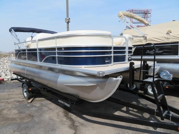 SunChaser Oasis 820 Cruise Pontoon
