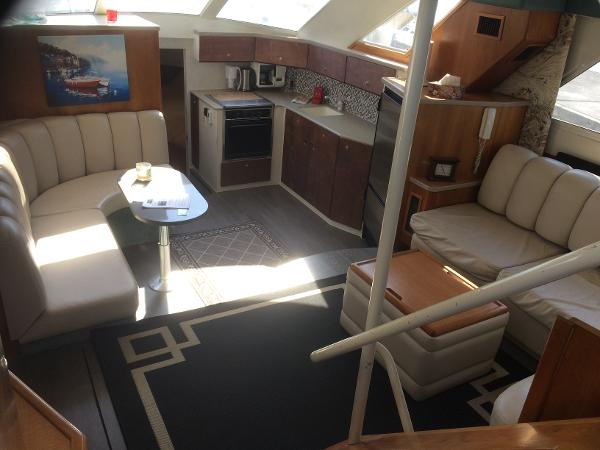 Silverton 372 Motor Yacht Very large open living space