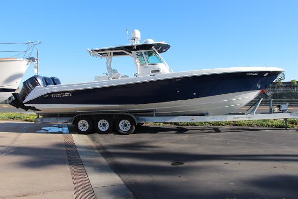 Everglades Boats 350 Cc Starboard Profile