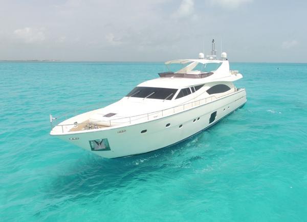 Ferretti Yachts 881 Profile