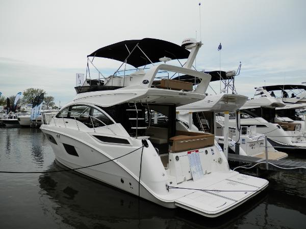 Sea Ray Fly 400