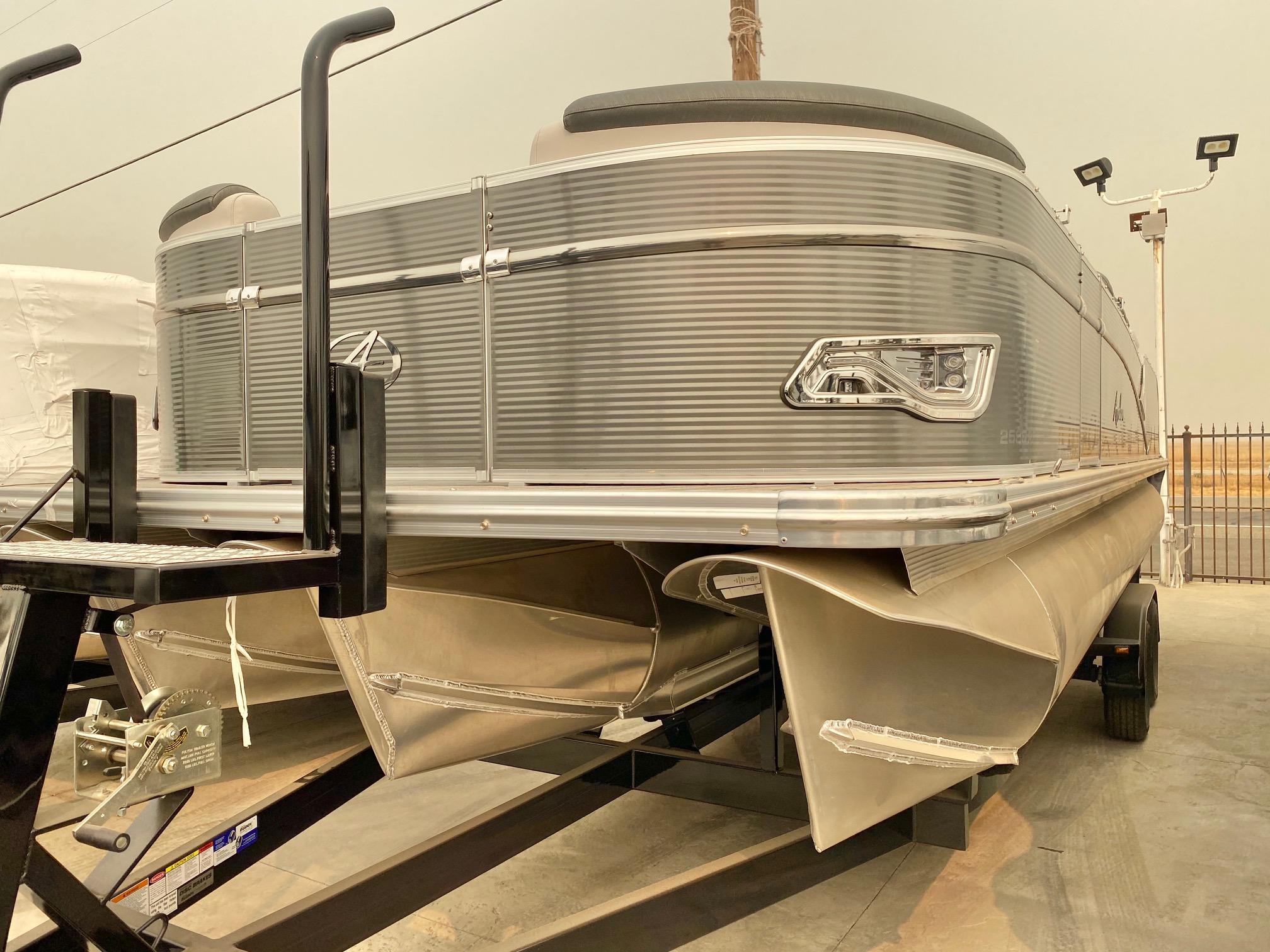 Avalon Catalina Rear Fish 25' w/ 150HP Mercury 4 Stroke!