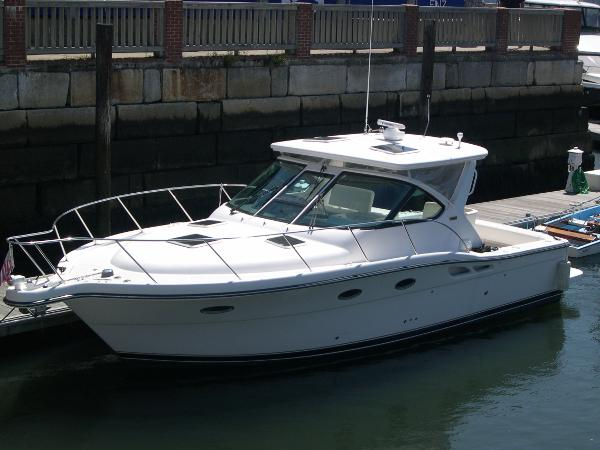 Tiara 3200 Open Dock Side