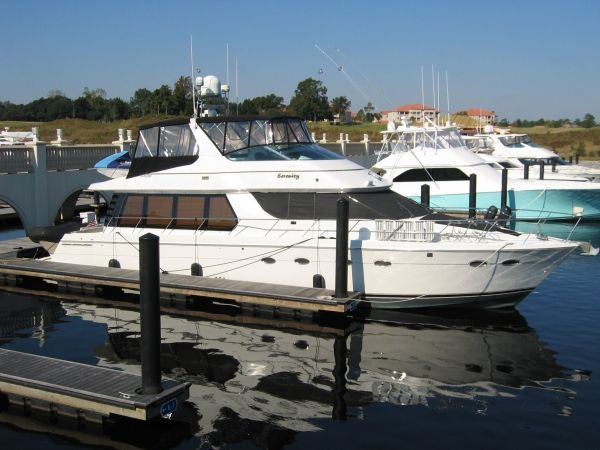 Carver 570 Voyager Pilothouse Photo 1