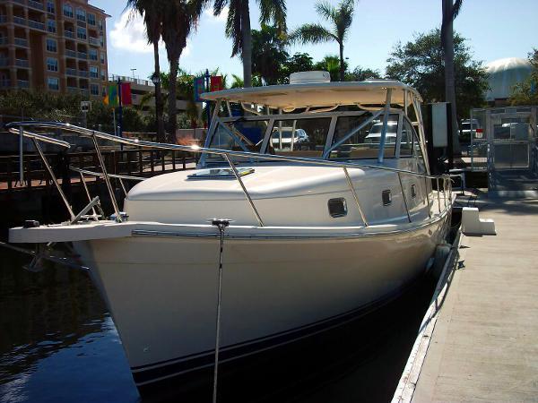 Mainship 34 Pilot Custom Hardtop