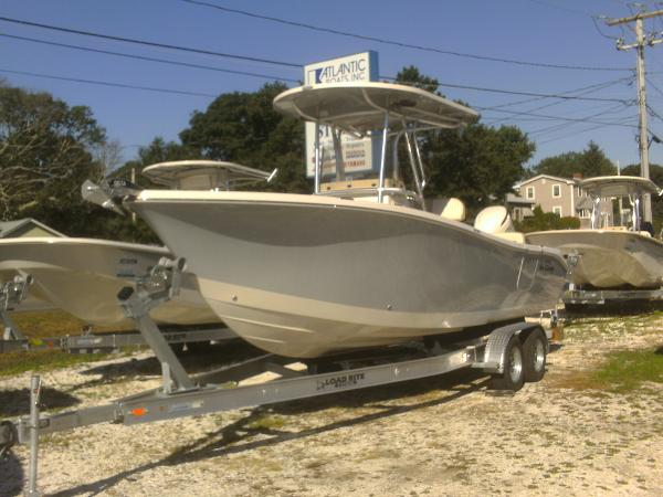 Sea Chaser 24 HFC CENTER CONSOLE