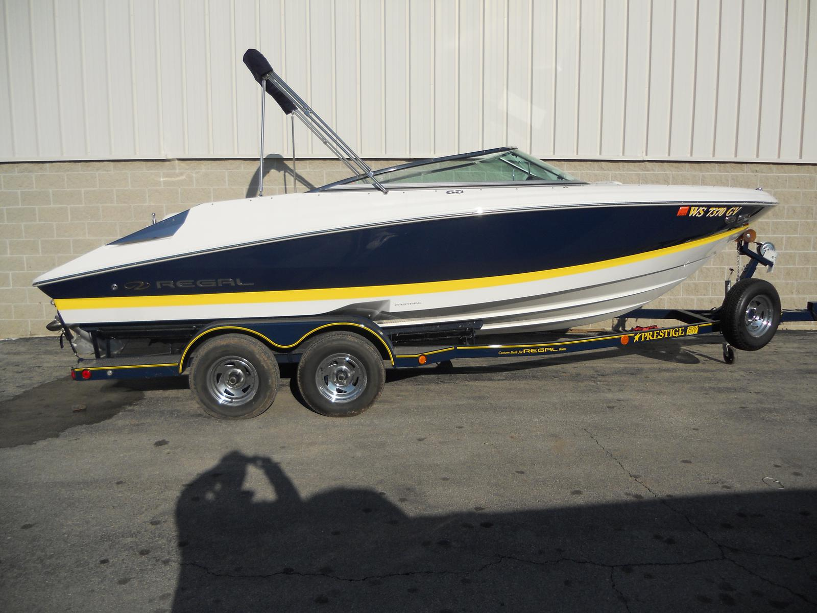 Regal Sport Boat 2200 Bowrider