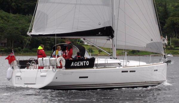 Jeanneau Sun Odyssey 439 Under sail