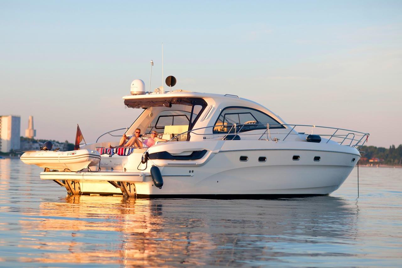 Bavaria Motor Boats 43 HT Joystick