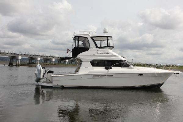 Silverton 42 Convertible Starboard side