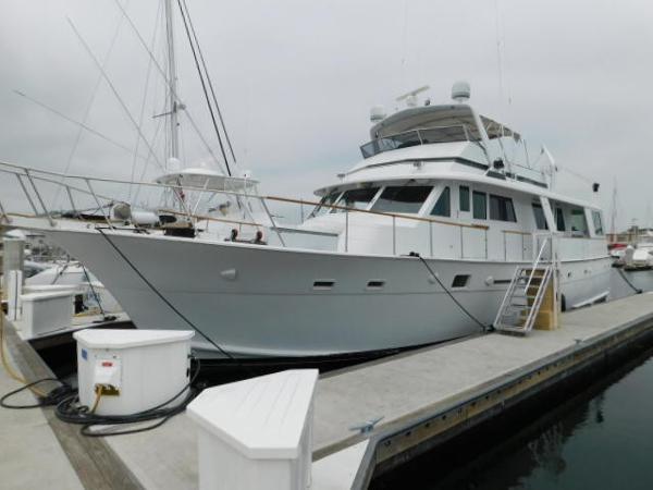 Hatteras Extended Deckhoulse Motoryacht