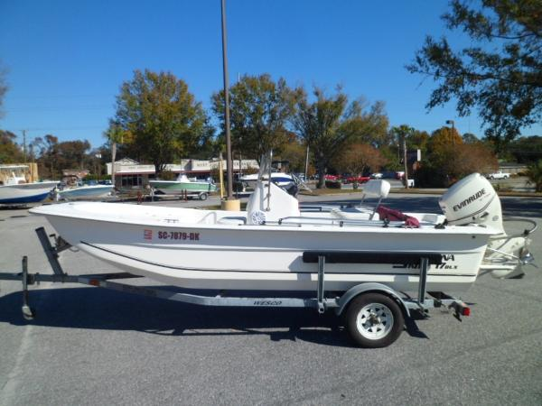 Carolina Skiff 1765 DLX PORT ON TRAILER