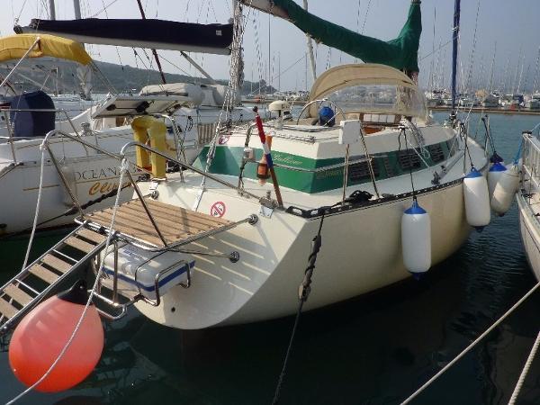 Ferretti Yachts Altura 10
