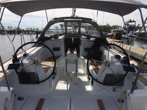 Jeanneau 349 Cockpit-Sistership