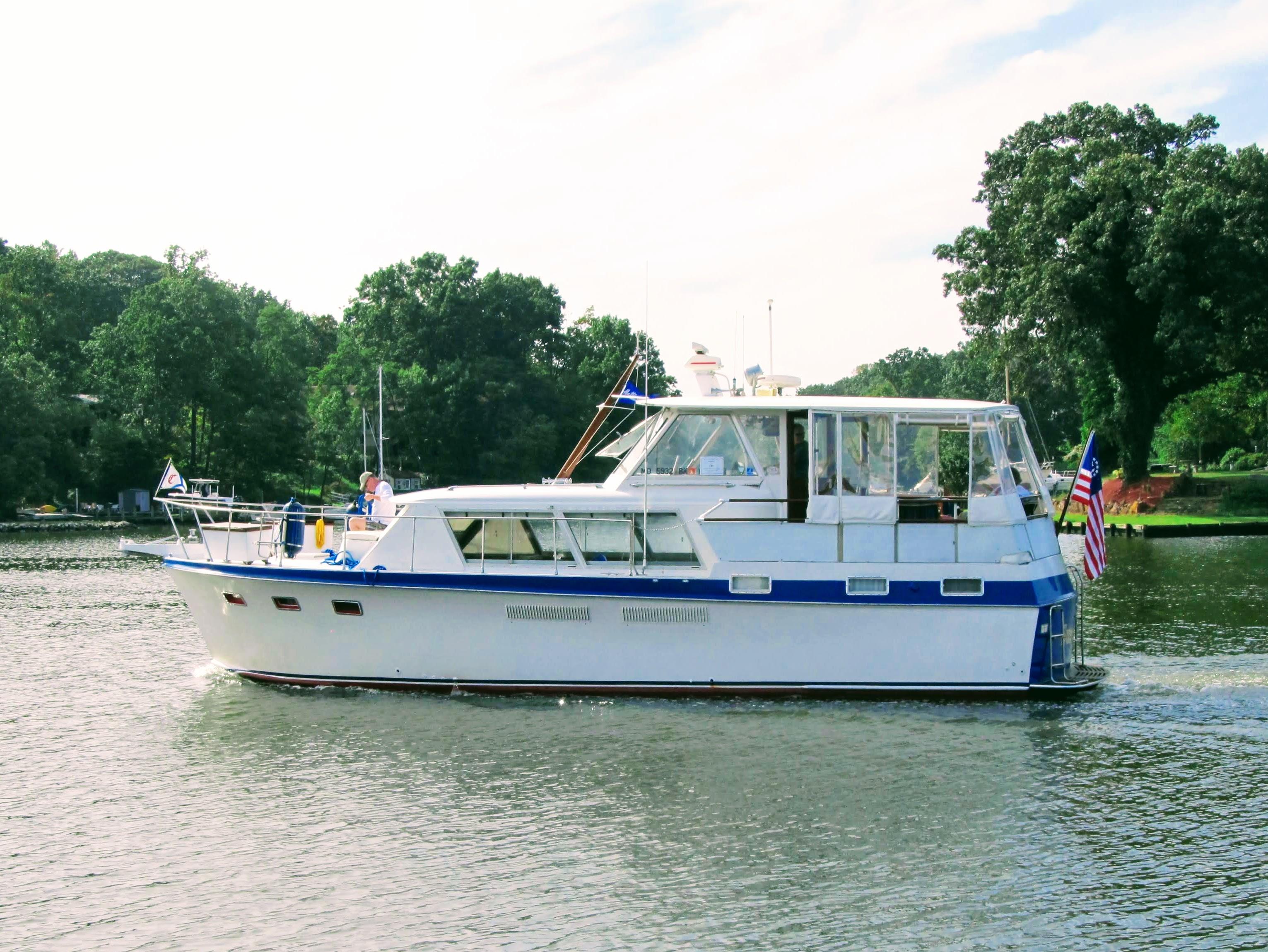 Hatteras twin cabin motor yacht