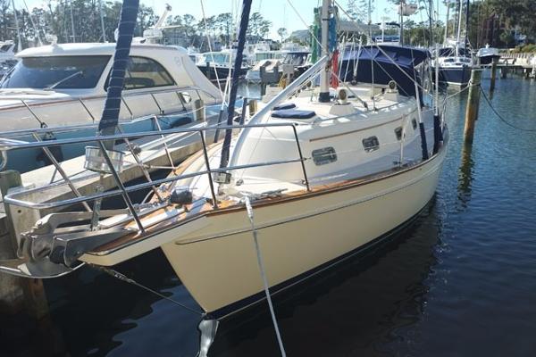 Island Packet 350 Port Side