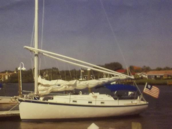 Hinterhoeller Nonsuch 30 Catboat NONSUCH 30 CATBOAT IN PORT