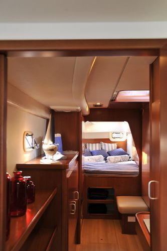 Moorings M3900 Cabin