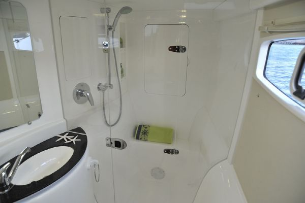 Moorings 3900 Bathroom