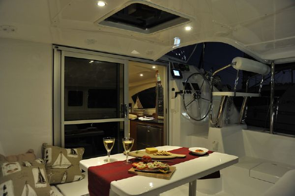 Moorings 3900 Cockpit Dining