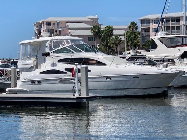 Cruisers Yachts 415 Express Motor Yacht