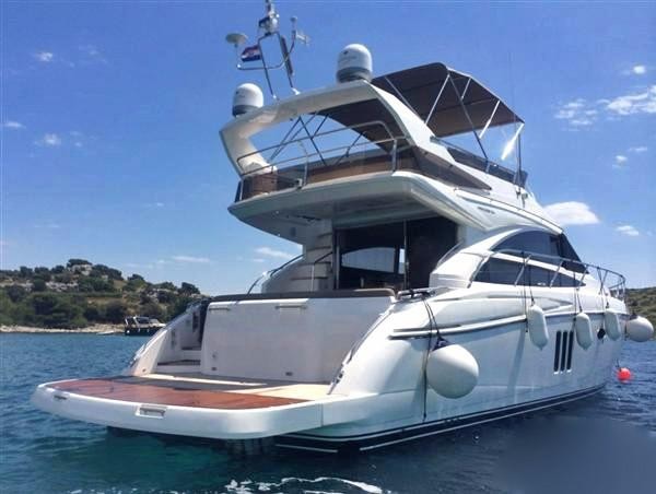 Princess 54 Princess 54 with hydraulic platform