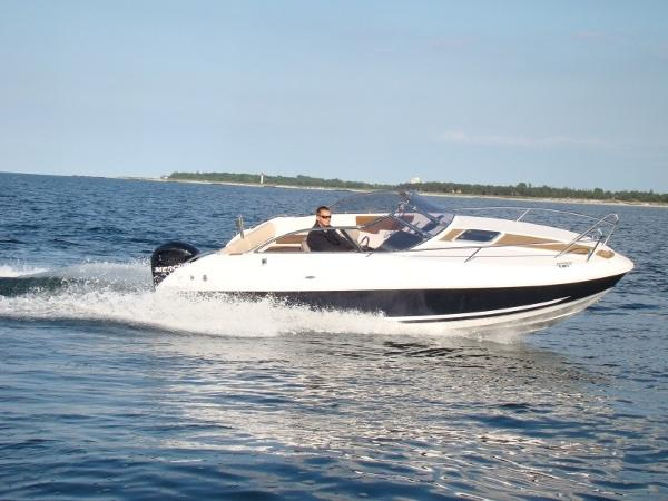 Mazury 650 Day Cruiser
