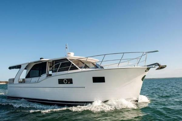 Custom North Harbour Motor Yachts Sedan 42