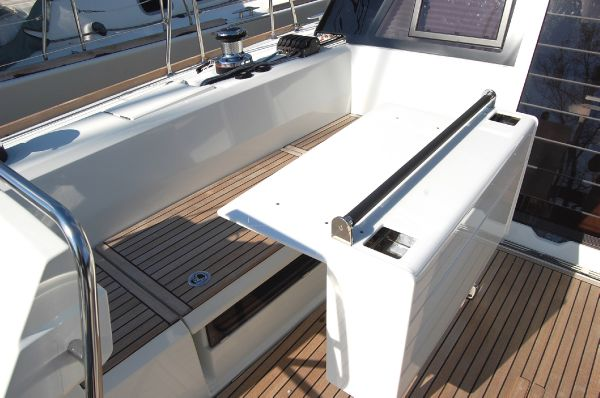 Sense 50 Cockpit Table(sistership)